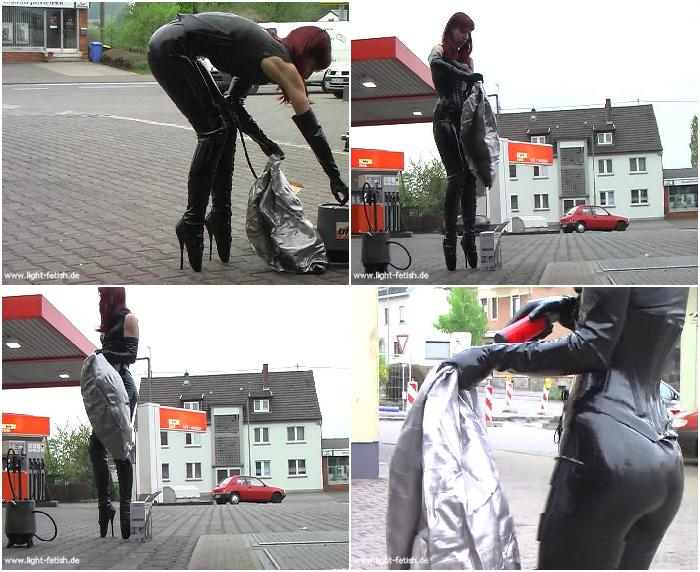 008 blacklatex fetishbasics balletboots balloon nut