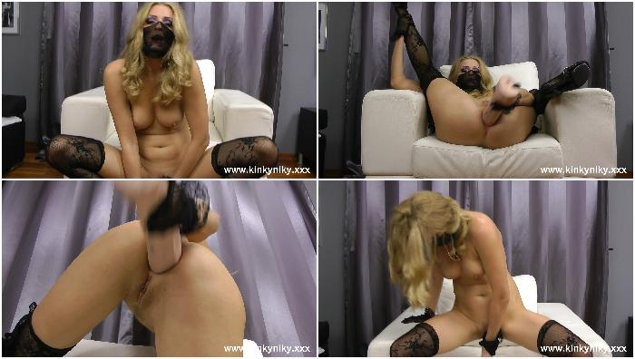 18-12-2013 Masked lady self dildo anal fuck