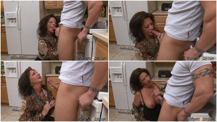 Milf Loves To Eat Cum