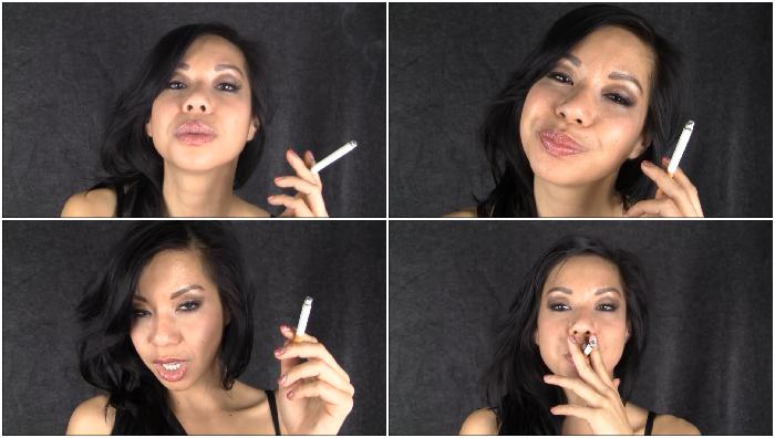 Kimmy-Enjoy-A-Smoke-Before-The-Shoot-3000-mp4