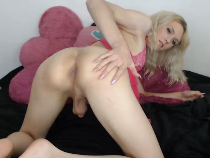 image Milf rubia tiene un accidente anal