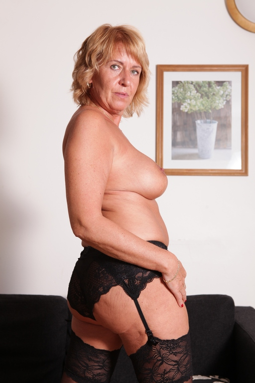 We bring you another sexy old granny - Mature, MILFs
