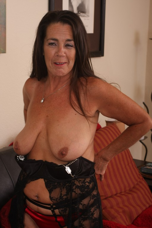 Old granny Tia isn't afraid to get - Mature, MILFs