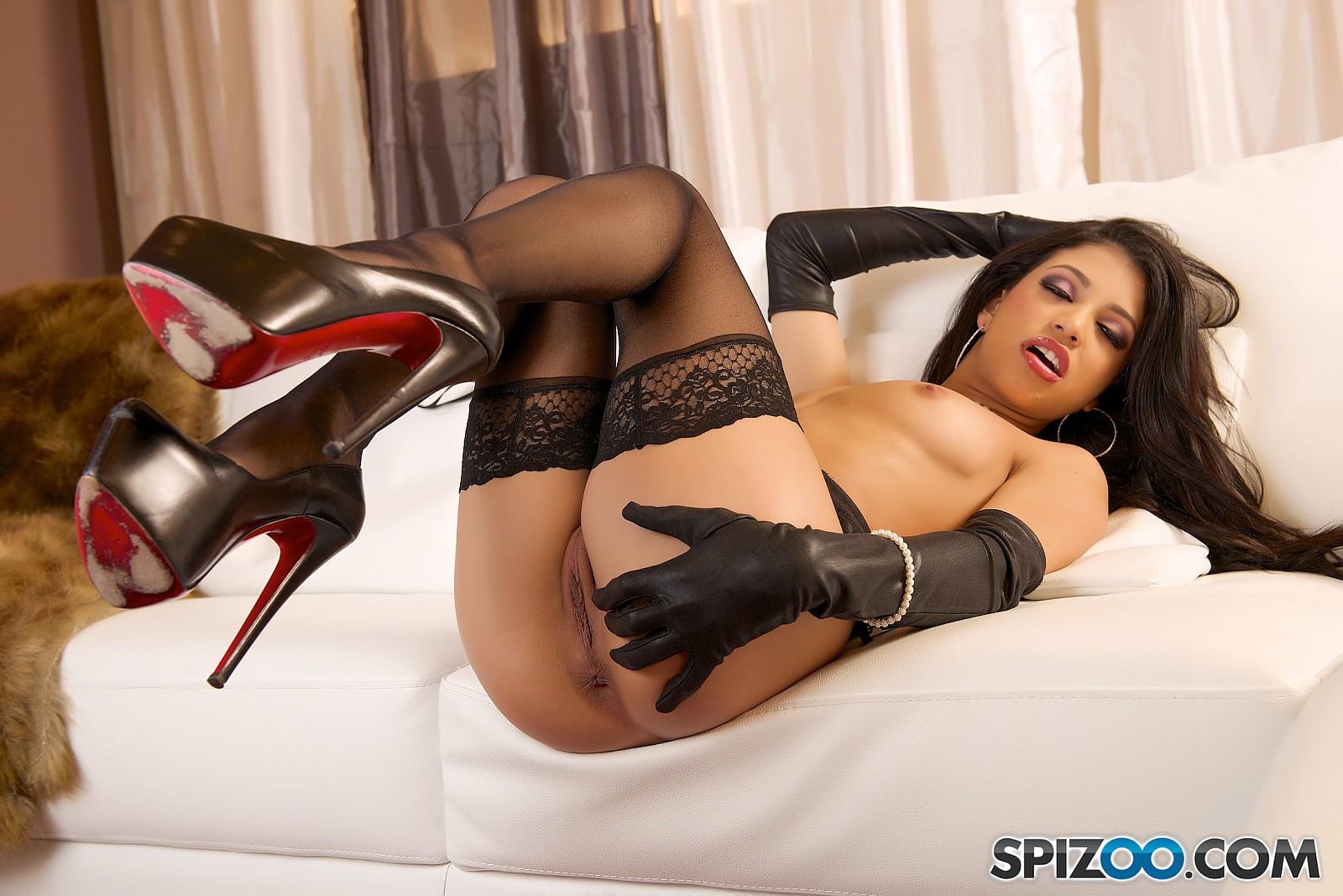 nude girls in heels vids