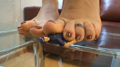 between glass and her sweaty soles (hd)