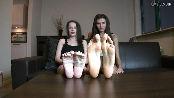 Hania and Hara – big feet vs small feet (45 vs 36.5EU)