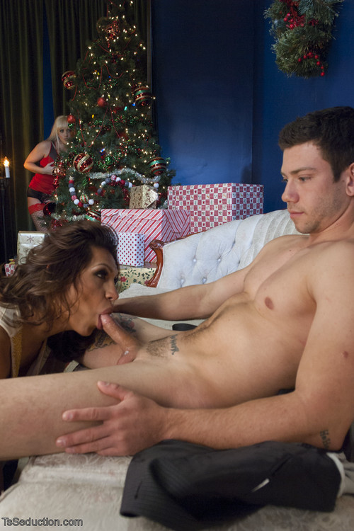 TsSeduction - Holly Heart , TS Jessy Dubai and Reed Jameson - Creampie Christmas Threesome [HD 720p]