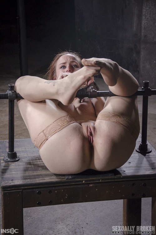 Bella Rossi - Busty Bella Rossi BaRS show grand finale with strict metal bondage and epic 3 cock dickdown! [HD 720p] (SexuallyBroken)