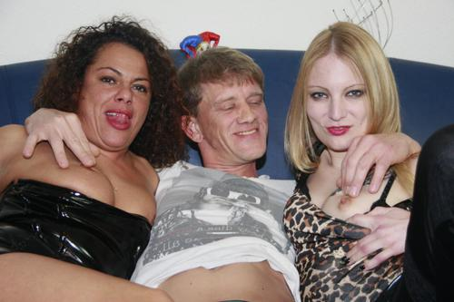 Georgina G, Nicole E - Deutscher Gruppensex mit Swingern Jungle, Georgina G. und Nicole E. [HD 720p] (ReifeSwinger)