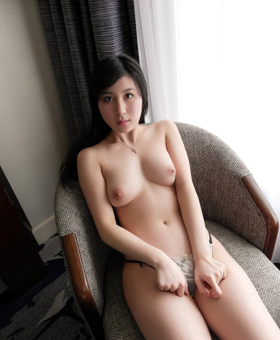 Apartment Nude 75