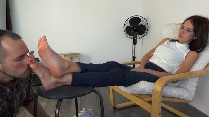 Заставила слизать чужую сперму порно35