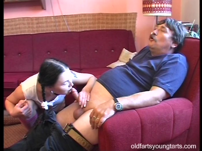 dad_sprained_foot_but_the_daughter_was_cured_of_his_sex.00039,