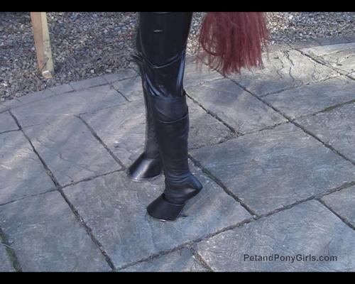 Lex Escapee Ponygirl