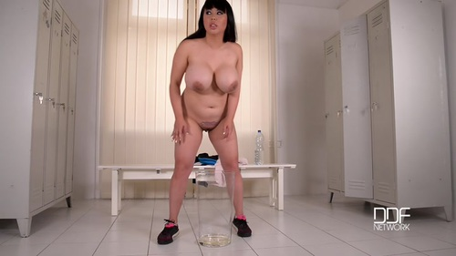 Pee In Her Pussy 4