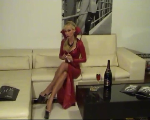 Lady Smoke in Latex part 1