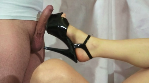 File name:  foot job with high heels 0004.mp4