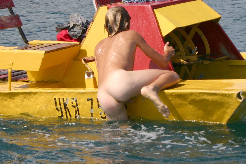 pimpandhost.com imagesize:1440x960 02 pimpandhost/bd/nude&pimpandhos.