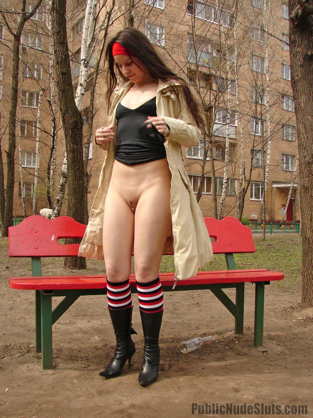 0303_ Nudegirls in public.1,