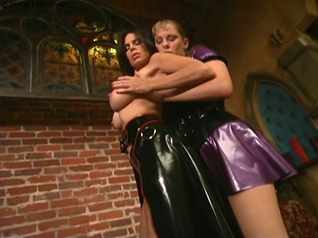 Woken up by sexy latex domme - Latex Sex
