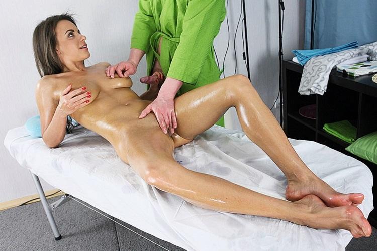 massazhist-prinudil-klientku-k-seksu