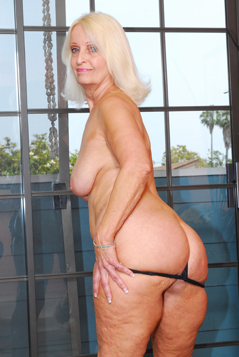 We're opening up the prized granny - Mature, MILFs