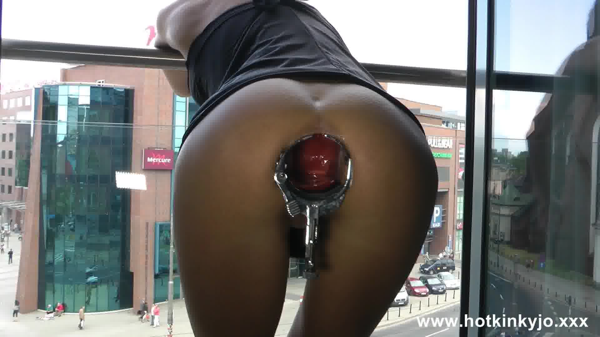 [HotKinkyJo] XO speculum in ass and window flash