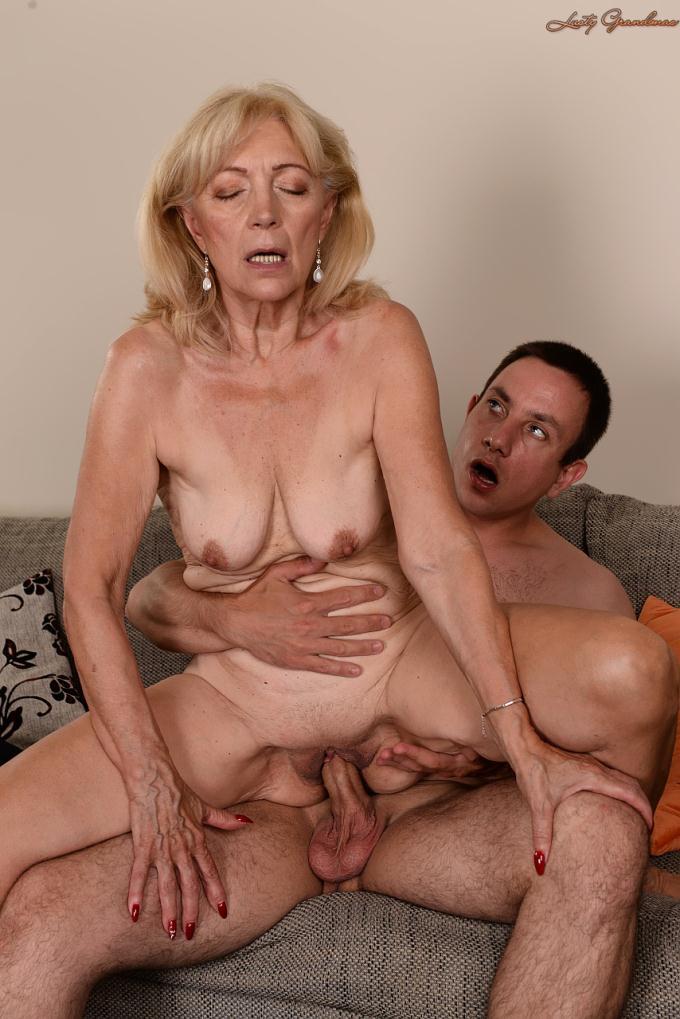 Wife giving me blowjob while masturbating