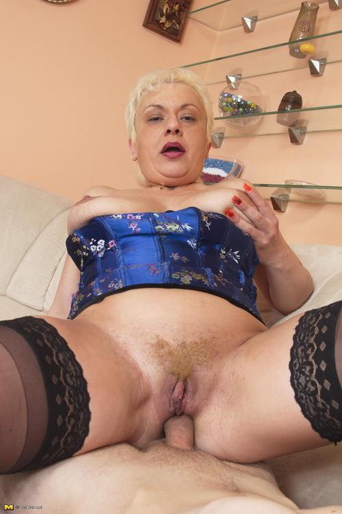 Сладкая бабушка порно фото