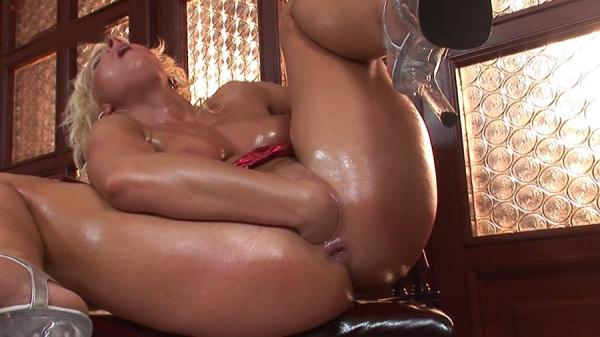Lucy - Her Oiled Up Pussy Gets Filled By a Fist