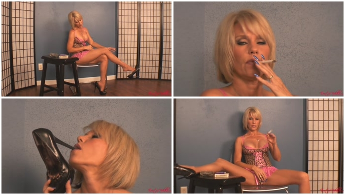 smoking whore show striptease
