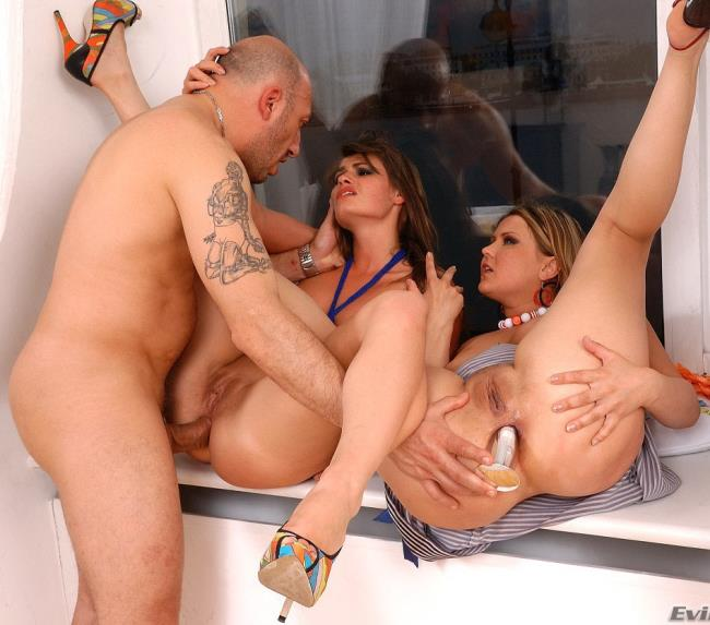 Mature woman fuck young