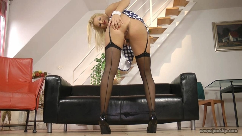 Cherry Kiss – Bubbly babelicious blonde beauty & Sexy blonde in stockings