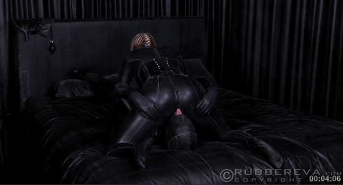 Total enclosed and fuck in lycra zentai