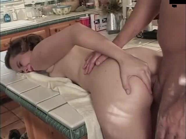 ebet-zhenopodobnogo-v-zhopu-porno