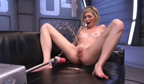 Girls on sex machines squirting — photo 14
