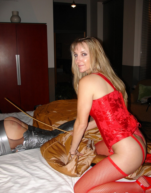 Spanking time for sissy
