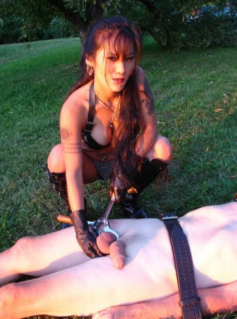 Ladies love ballbusting