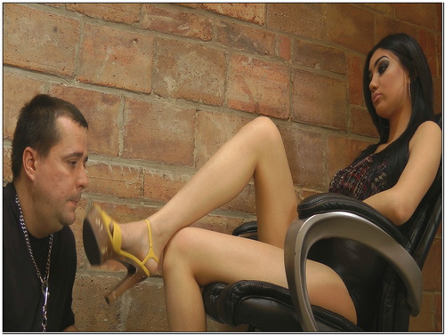 Noemis Foot Humiliation Female Domination