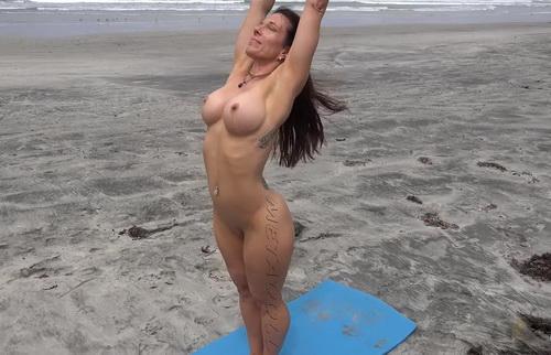 [Image: YogaNuBeach42ya_1kc.jpg]