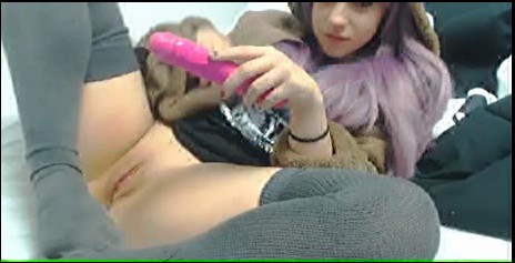 [Bild: purple_haired_amateur_cums_on_cam_s%20%281%29.jpg]