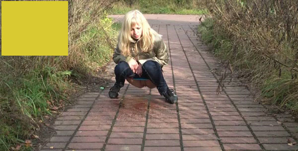 девушки писают в парках фото