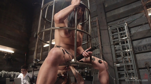 Mia Li Have Multiple Orgasms While Bound Fisted Flog 1