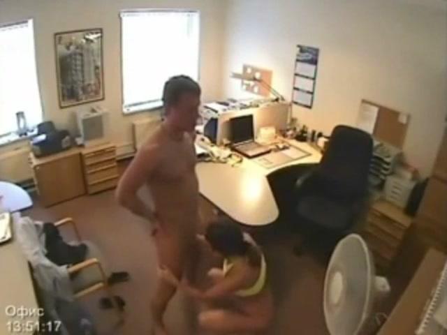 с рот камера порно видео жостко в скрытая начальником