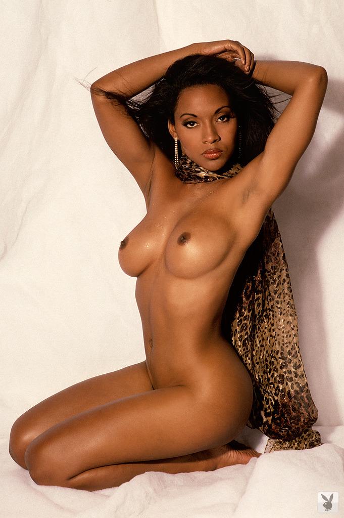 Sexy big tit black babe